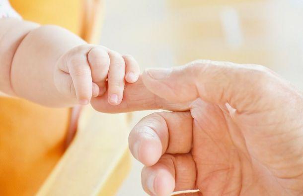 Ударившую понеосторожности младенца медсестру простили