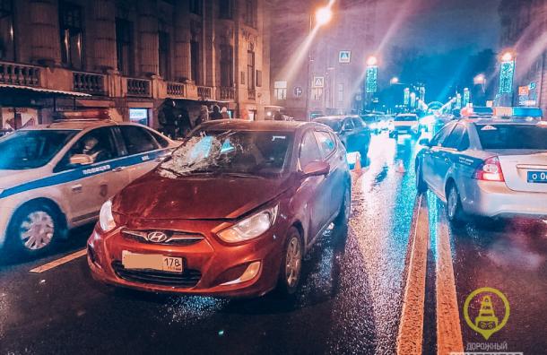 Иномарка сбила пешехода наКаменноостровском