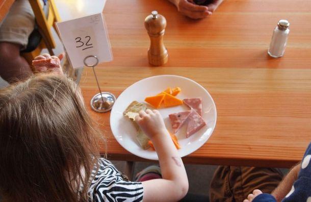Льготное питание вшколах Петербурга подорожает с2019 года