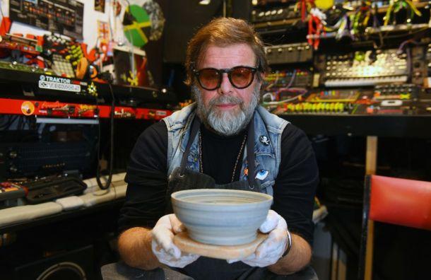 Борис Гребенщиков создал керамику вподдержку «Теплого дома»