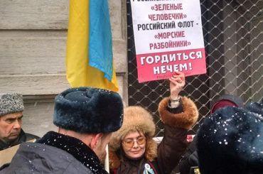 Пикеты замир сУкраиной прошли вцентре Петербурга