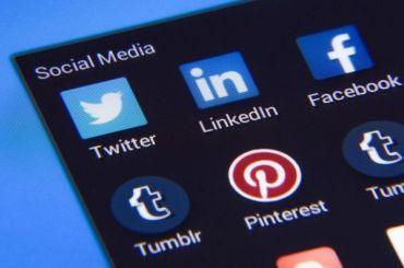 Роскомнадзор пригрозил Facebook иTwitter штрафом