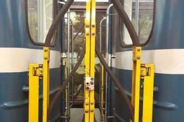 Метро Петербурга раскрыло предназначение конструкций между вагонами