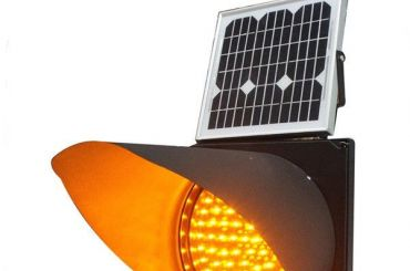 Загод вПетербурге установили 102 светофора насолнечных батареях