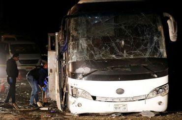 Туристический автобус взорвался недалеко отпирамид вЕгипте