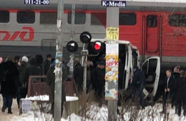 Поезд протаранил маршрутку вКудрове