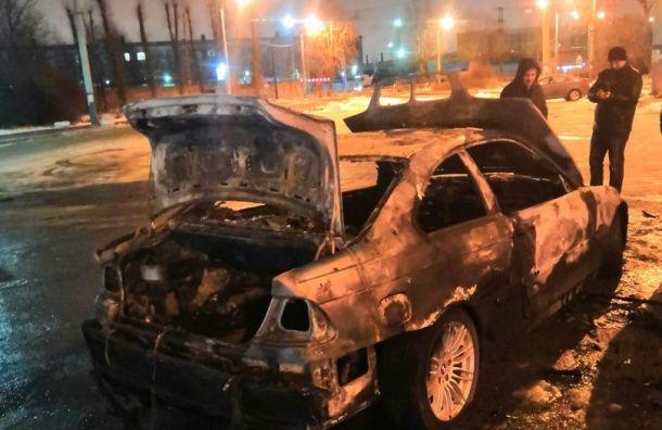 Два автомобиля горели вночь на15декабря