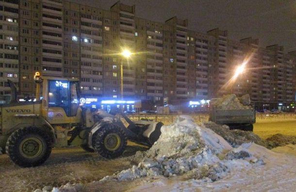 Дорожники вывезли сулиц Петербурга 500 тысяч кубометров снега