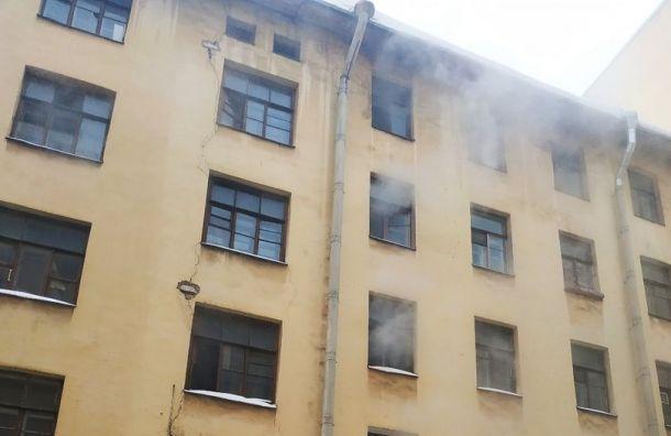 Пожарные тушили квартиру наРижском проспекте