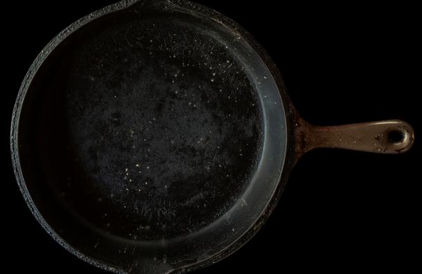 Петербуржец досмерти забил знакомого сковородой