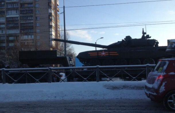 Петербуржцы застряли впробках из-за репетиции парада