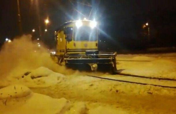 Горэлектротранс очистил трамвайные пути от135 кубометров снега