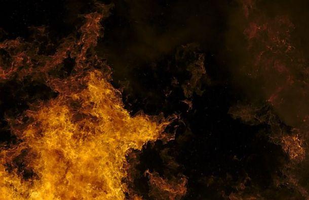 Трехкомнатная квартира загорелась наВасильевском острове