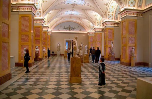 Четырехтомник овыставках Эрмитажа передали вбиблиотеки Петербурга