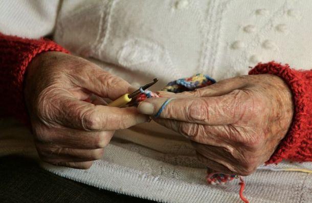 Пожилую женщину обвиняют вкраже денег уумершей соседки