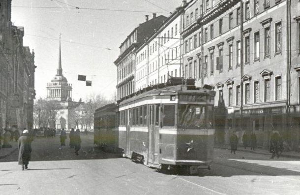 Блокадные трамваи проедут поВасильевскому острову 25января