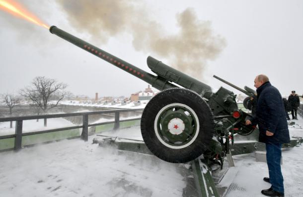 Путин рассказал вПетербурге, как онполучил звание лейтенанта