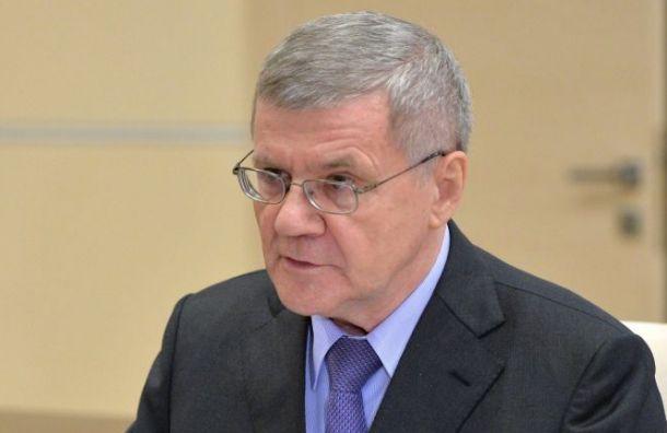 Чайка попросил Медведева увеличить зарплаты прокуроров вдва раза