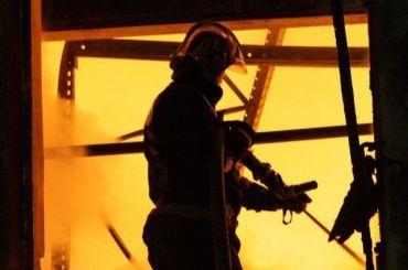 Сильный пожар тушили втрехкомнатной квартире наКолпинском шоссе