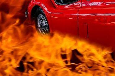 Два автомобиля горели наМалой Карпатской улице