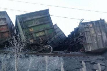 Транссиб перекрыли из-за опрокинувшегося поезда суглем