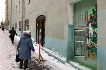 Петербуржцы спасли новогодний стрит-арт наНевском проспекте