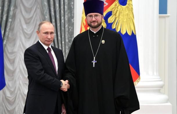 Путин вПетербурге навестил детей вхосписе