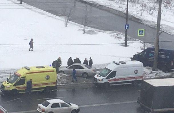 Водителя иномарки увезли вреанимацию после ДТП вКировском районе
