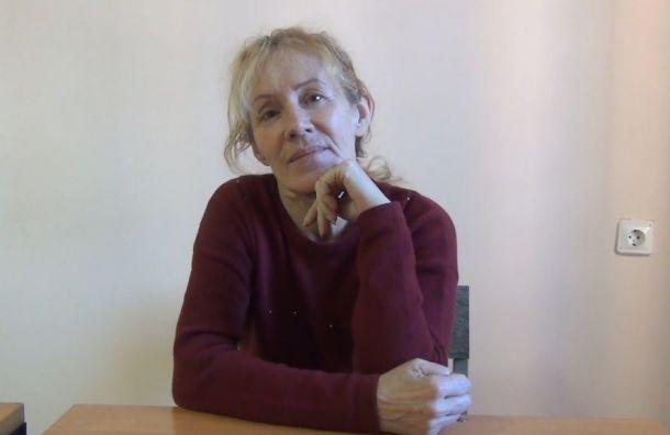 Пожилая женщина врыжем парике воровала деньги упациентов поликлиники