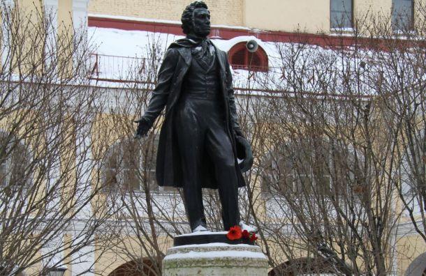 День памяти Пушкина отмечают вПетербурге