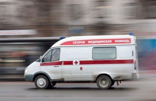 Настанции «Площадь Ленина» спасают женщину