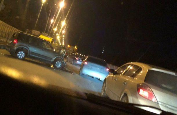 Два человека пострадали вмассовом ДТП наПриморском проспекте