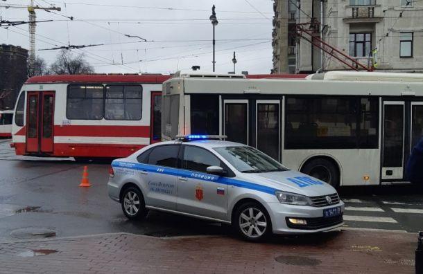 Автобус сбил двух женщин-пешеходов наМосковском проспекте