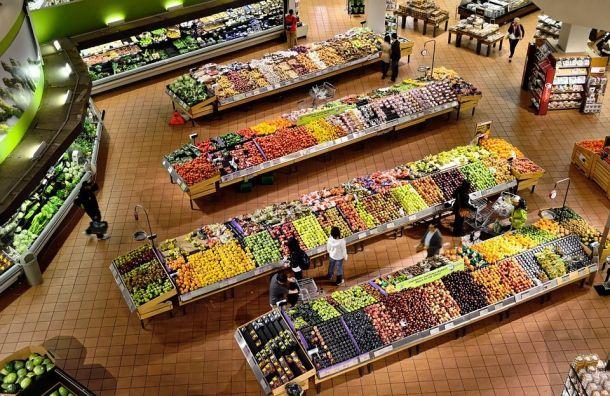 Сенатор предложил закрывать навыходные крупные гипермаркеты вРоссии