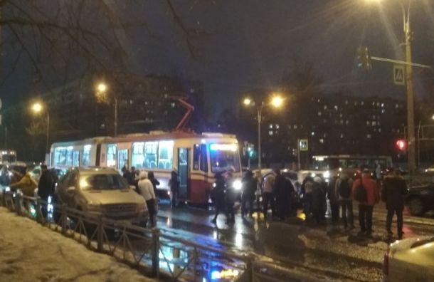 Трамвай сбил женщину напроспекте Науки