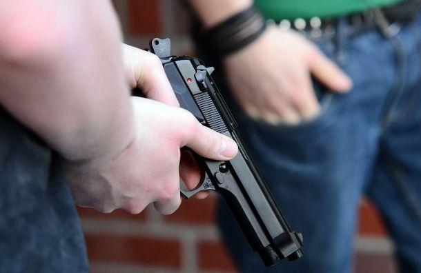 Мужчина ссигнальным пистолетом устроил стрельбу вколпинском кафе