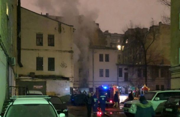 Спасатели потушили здание Жилкомсервиса наМарата