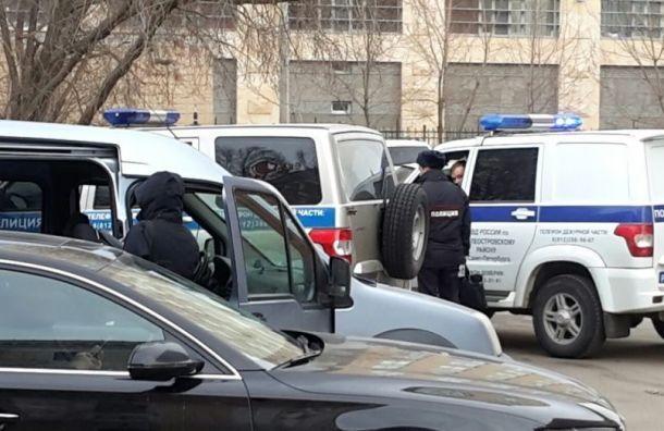 Из-за угрозы взрывов вПетербурге проверили более тысячи объектов