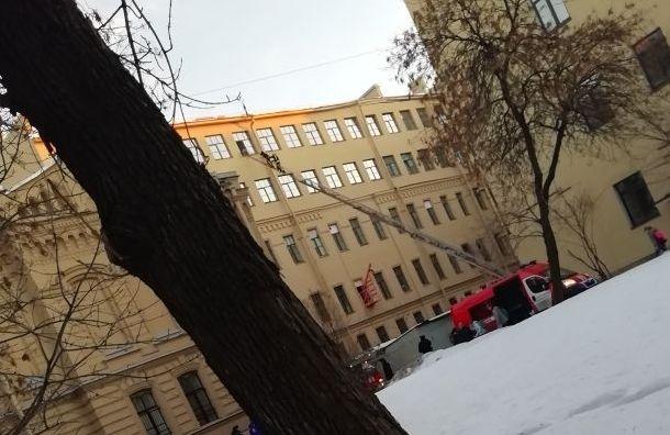 Крыша обвалилась вуниверситете ИТМО: под завалами могут быть люди