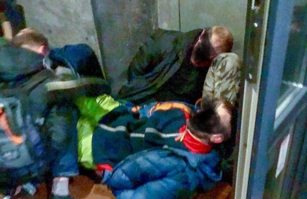 Пять человек задержали вбаре наулице Марата