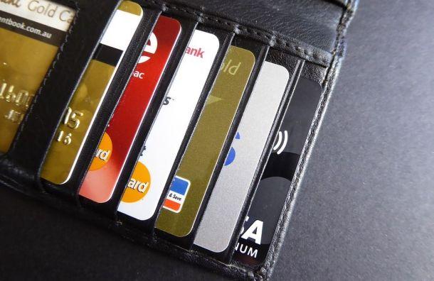 Петербуржцы стали чаще расплачиваться банковскими картами