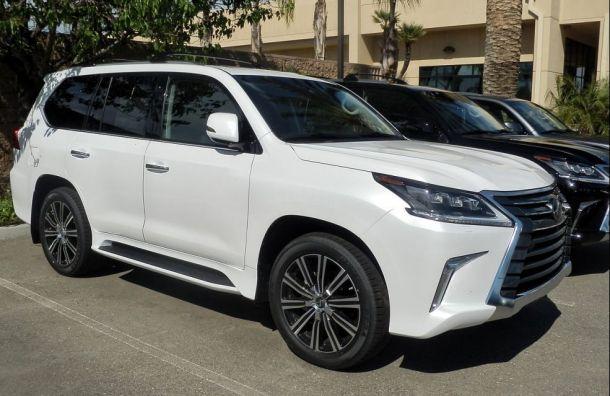 Иммобилайзер непомог: дорогой Lexus угнали состоянкиТЦ «Сити Молл»