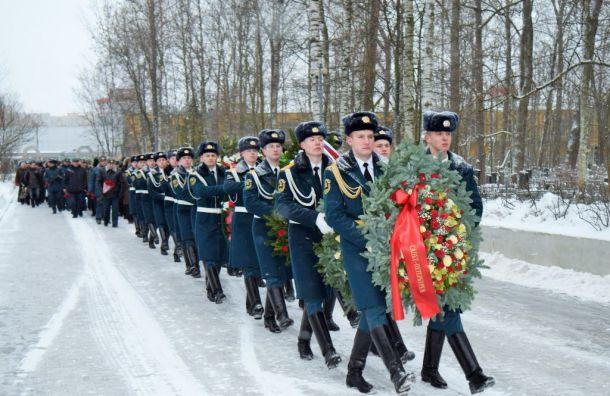 Погибших при исполнении долга пожарных вспомнили вПетербурге