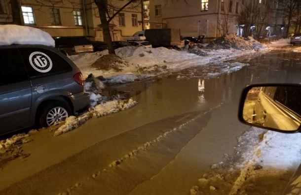 Труба снова лопнула вНевском районе Петербурга