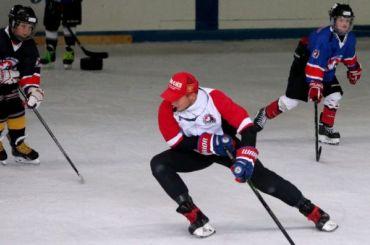 Тренера детской хоккейной команды избили наглазах увоспитанников