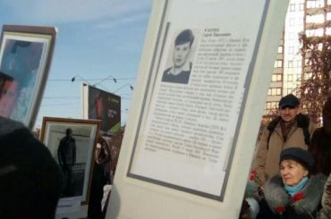 Школьникам раздали намитинге портреты погибших ввойне вАфганистане