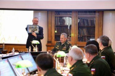 Беглов обсудил сШойгу создание кластера ВМФ вКронштадте
