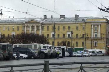 Перед Маршем Немцова наплощадь Ленина приехал ОМОН