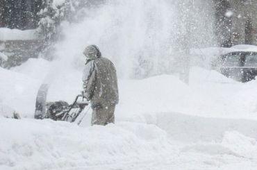 Петербуржцам предложили заработать науборке снега