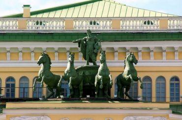 Петербург вошел втройку самых театральных городов России